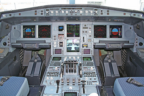 L340-600_flight_deck.png